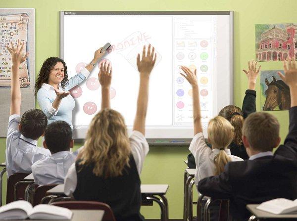 С помощью интерактивной доски легче вовлечь учеников в рабочий процесс